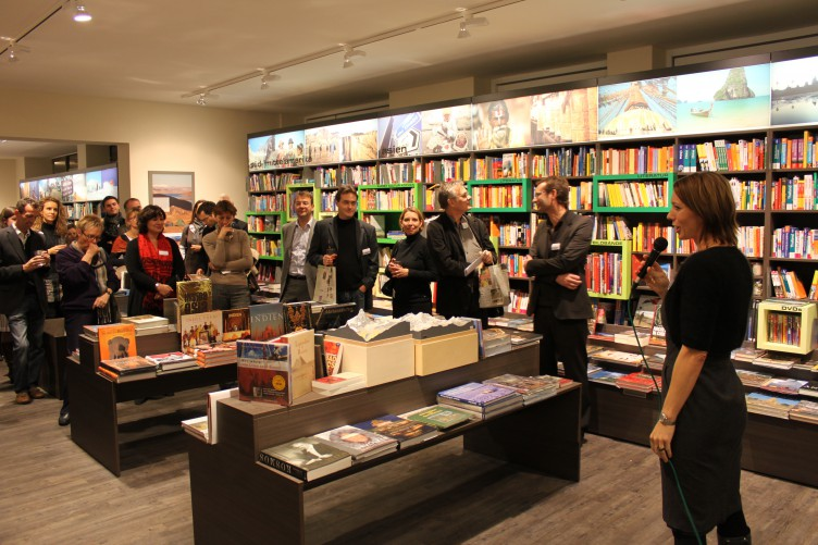 """Buchmarkt Artikel """"Die Welt zu spüren"""" – GEOBUCH in München wieder eröffnet"""